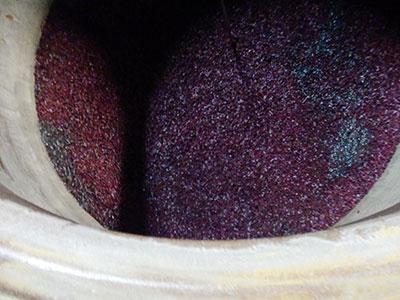 赤芋仕込みのもろみ もろみの状態はとても鮮やかな美しい赤色です