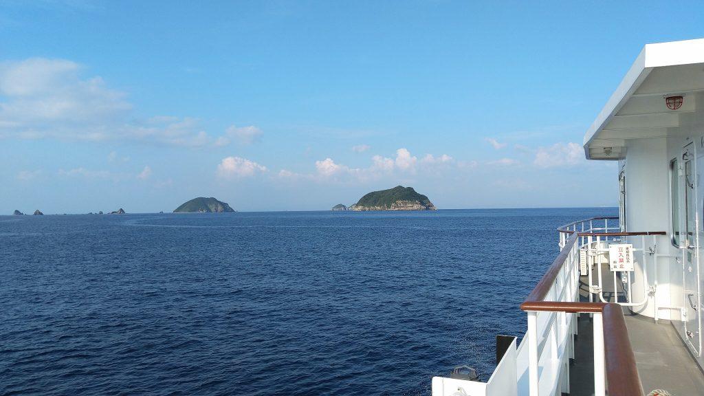 高速船からのぞむ甑島